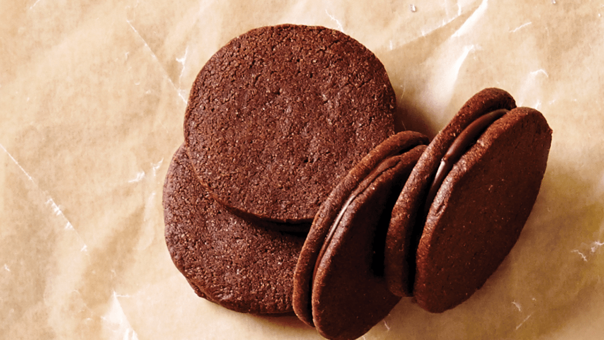 Some mouth-watering sandwich cookies on the plastic cover.