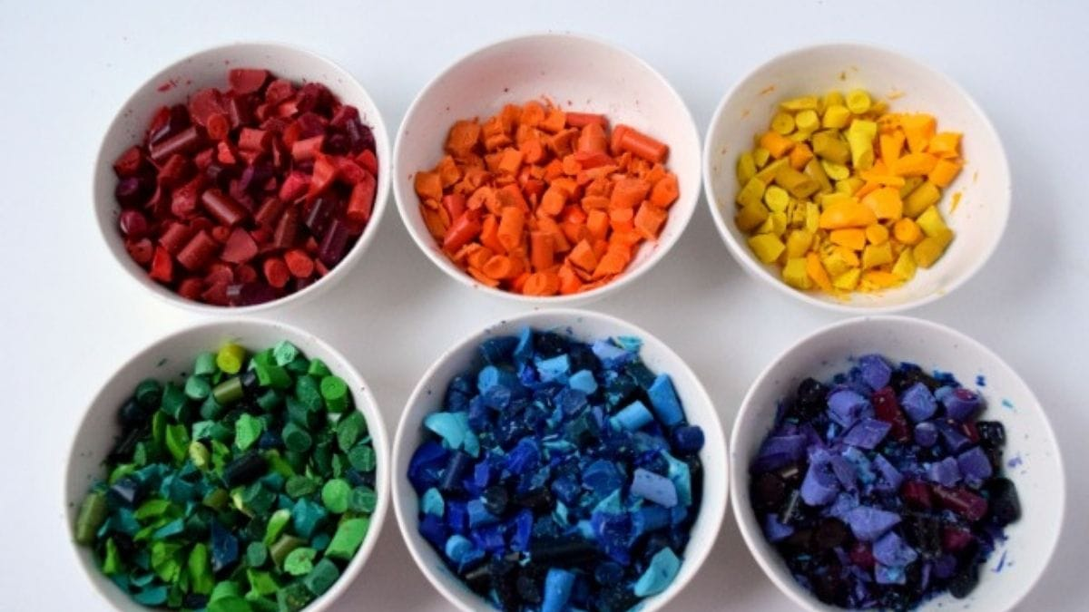 Six different crayon colors are kept on bowl.